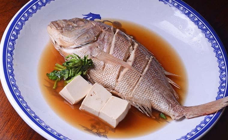 Azumi - Pargo cozido no saque e no shoyo - foto Maria Mattos