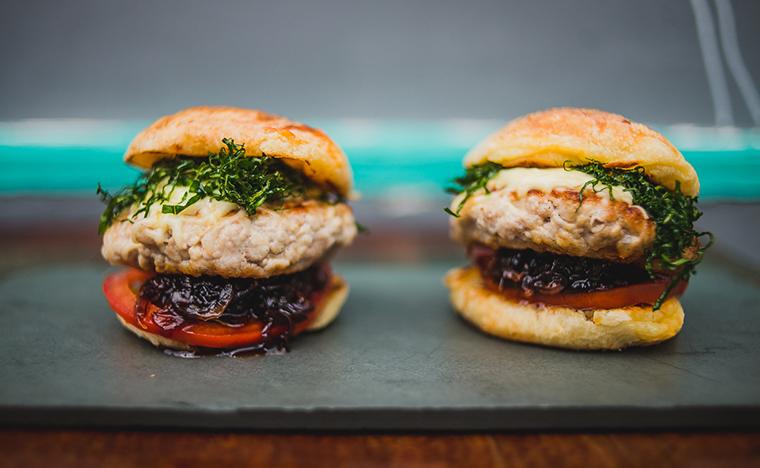 NUU Burger - foto: Derek Mangabeira